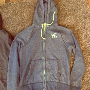 2 used sweatshirt in good condition size XL